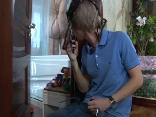 Толстая зрелая сосет хуй молодому парню, а он кончает от этого дома
