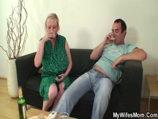 Внучка трахнула бабушку и довела до оргазма дедушку